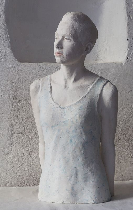 Sculpture bust of a girl in natural size by jeanne isabelle corniére - Rêverie (omaggio a B.Walpoth), white resin