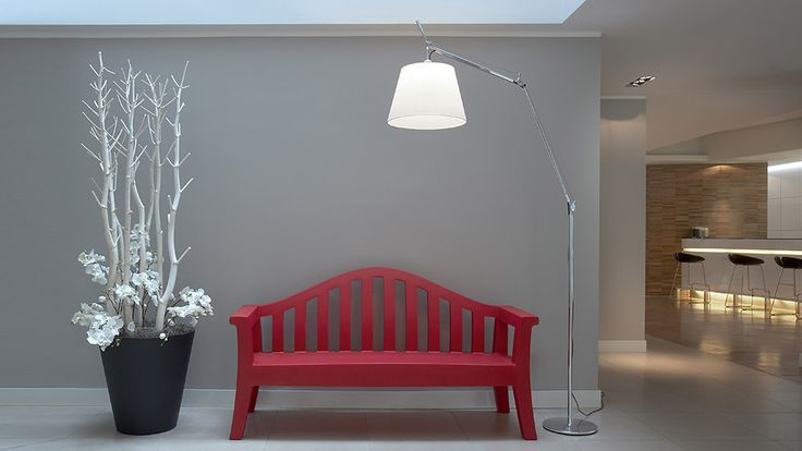 TOLOMEO MEGA | ARTEMIDE Lámpara de pie de diseño Estructura de doble brazo. #iluminación #decoración