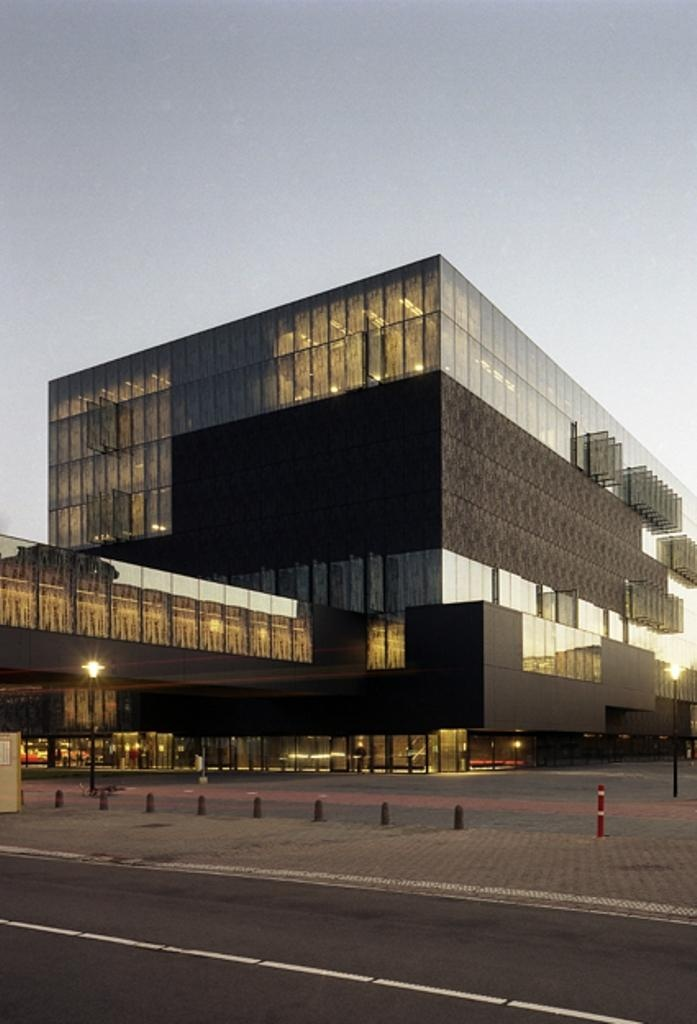 University library with adaptable facade elements