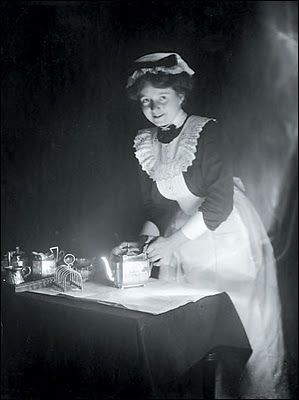 Victorian maid polishing the silver.                                                                                                                                                                                 もっと見る