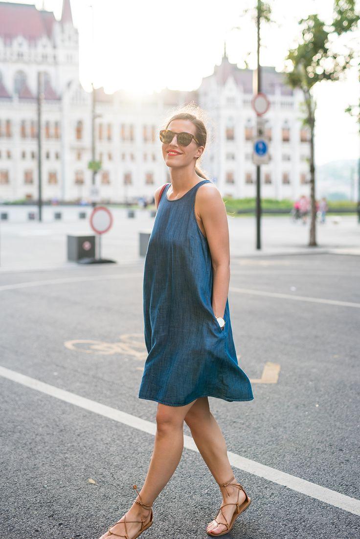 Dress: GAP | Sandals: Massimo Dutti | Bag: Céline | Sunnies: Céline.
