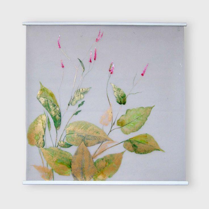 C'est une grande peinture représentant une herbe sauvage en fleurs . Elle est très stylisée, et réalisée sur un papier calque polyester, ce qui ...