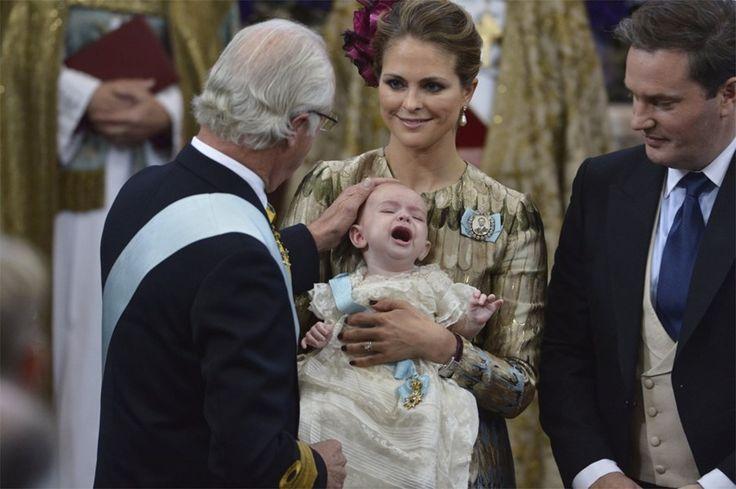 Zweedse prins Nicolas in tranen tijdens doop - Het Nieuwsblad: http://www.nieuwsblad.be/cnt/dmf20151012_01914612
