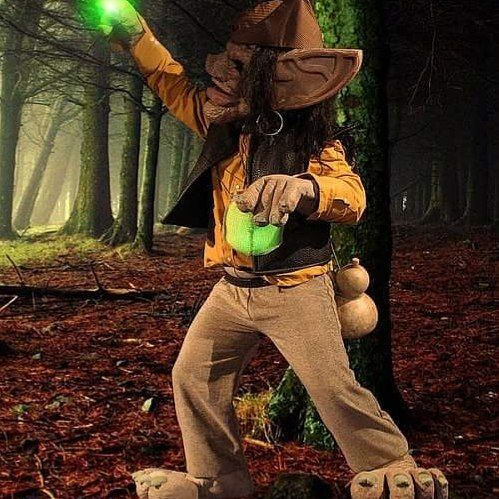 My brother in his hand made hobgoblin/troll costume #trasgo #troll #hobgoblin #goblin #halloweencostume #horrormask #eltrasgoenamorado