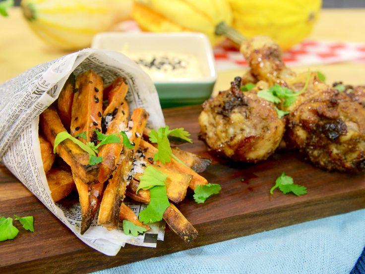 Heta kycklingklubbor med dippsås och sötpotatispommes | Recept.nu