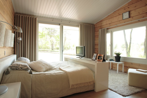 Soothing bedroom with earth tones. #Honka