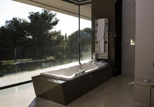 http://uni-wall.com/images/2012/12/4/bathtub-ideas-at-modern-familiar-house-in-marbella-by-a-cero-picture-interior-design.jpg