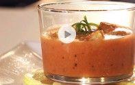 Découvrez notre recette vidéo de gaspacho espagnol : tomates, concombre, poivron, ail, tabasco, citrons jaune et vert… Que des bonnes choses !