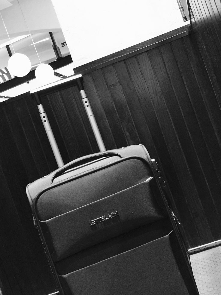 JETT BLACK Carry On Suitcase. #BlackAndWhite #AirportLife #Jetsetter