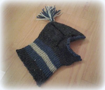Traces of hand - handmade by Eva Wool Beanie easy. Yeah the dog :)