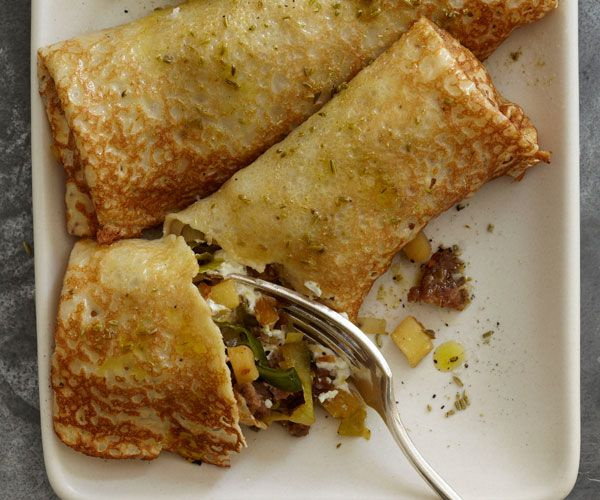 Leek, Apple, Fennel Sausauge and Goat Cheese Crepes + 9 other delicious savory crepe recipes | Rainbow Delicious