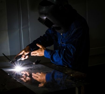 We are proud to be factory distributors of major manufacturers such as Miller Electric, Hobart, Lincoln, Victory and many other. By working together, we can provide your solutions for welding equipment and welding gas, whether you work as a hobbyist, metal working, industrial, film industry, food and beverages, or in a medical setting.