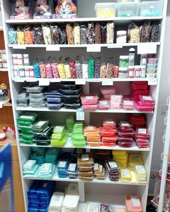 Já viu alguns dos nossos produtos para decoração de bolos ou de doces? Veja a foto em BAIXO: