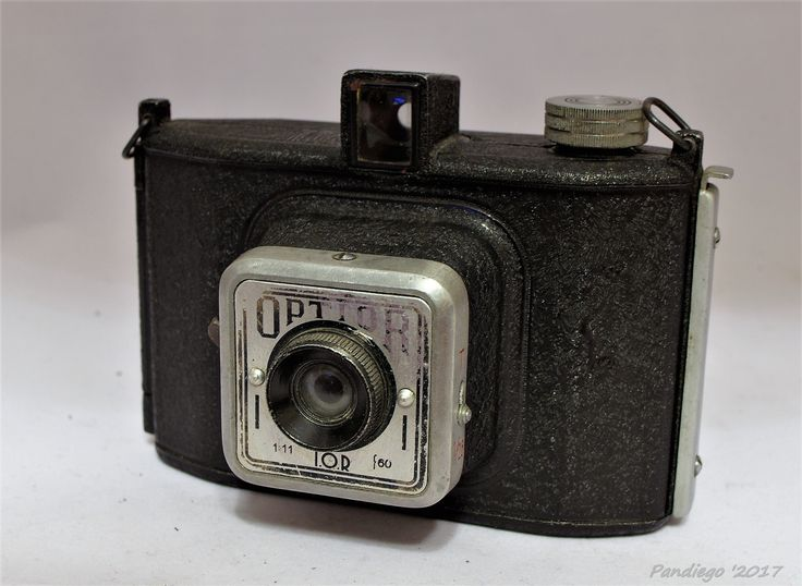 Optior (IOR) -  43 x 55mm exposures on rollfilm, metal-bodied camera (1956)