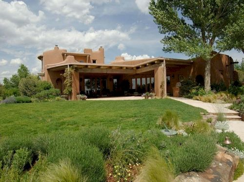 $7.4 Million Adobe in Santa Fe, New Mexico