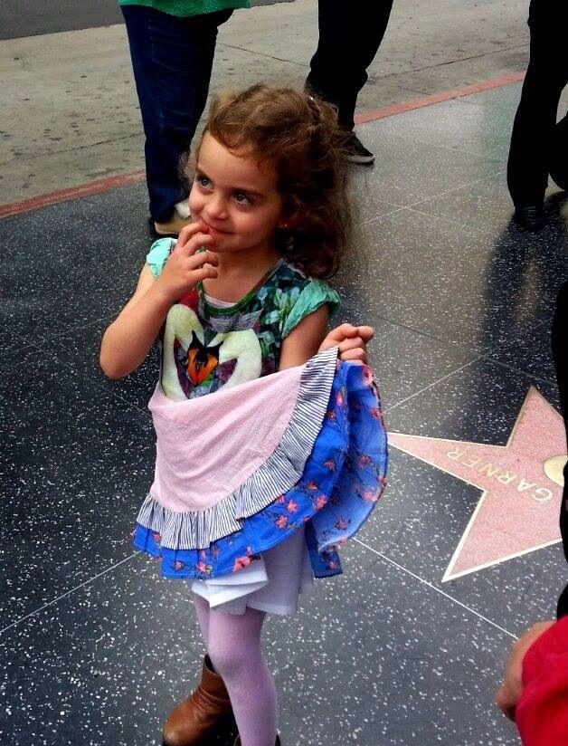 PiNk tomaTiNa en Hollywood!!!!! Vestido ciSne y fLOR