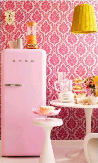 pink fridge+orange blender+cupcakes= what more could a girl want?