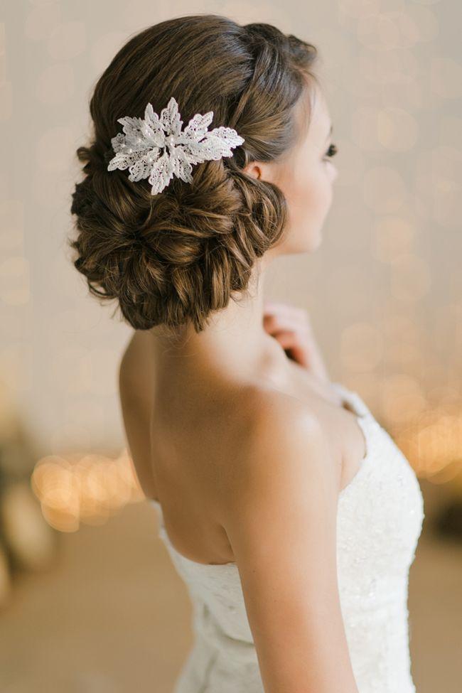 ポインセチアのイメージ♡冬の結婚式の花嫁衣装 髪型候補♡ウェディングドレス、カラードレスにも似合うヘアスタイル参考一覧♡