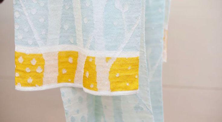 Nem algodão nem lycra. Pesquisadores da Universidade Aalto, na Finlândia, criaram roupa com celulose. Para testar a inovação, os cientistas escolheram um cachecol – uma peça simples, mas que poderia demonstrar o potencial da fibra de celulose. Depois de preparado o componente do tecido, eles não arriscaram: chamaram uma profissional de arte têxtil para ajudar.