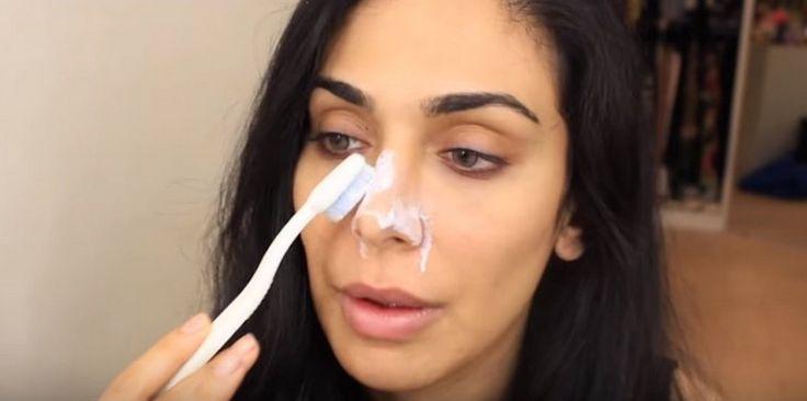 Het ziet er misschien raar uit maar als je ziet waarom zij haar neus met tandpasta insmeert zal je het ook uitproberen. Vooral als je een vettige huid hebt, zal je zeker wat aan deze tip hebben. Een vettige huid kan namelijk leiden tot acne, meeëters en andere verstoppingen van je poriën. Meesters op je …