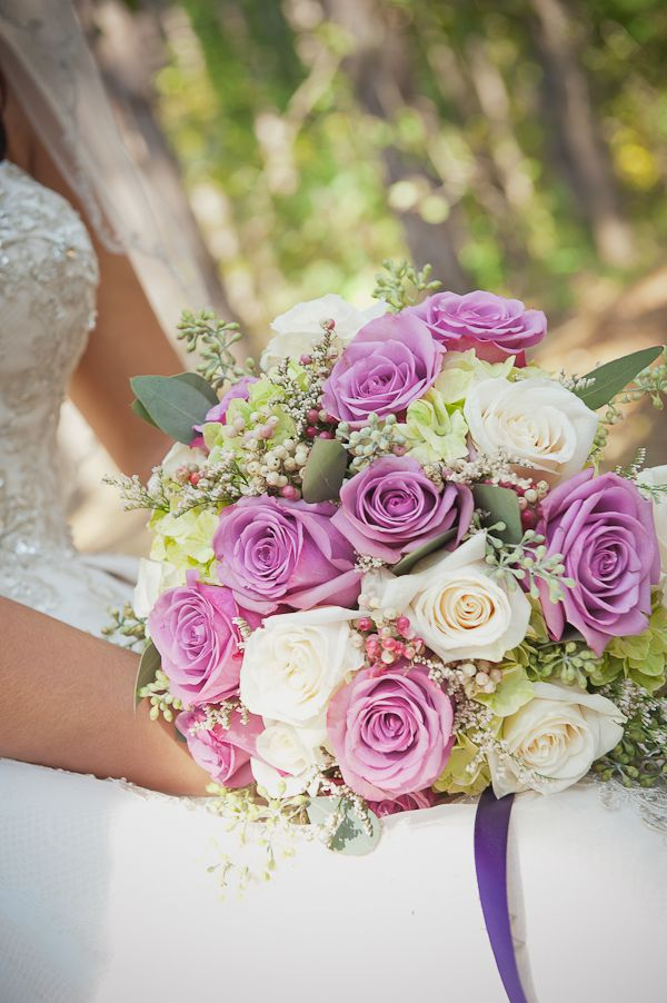 purple and white rose bouquet : photo cred @Serena Swan