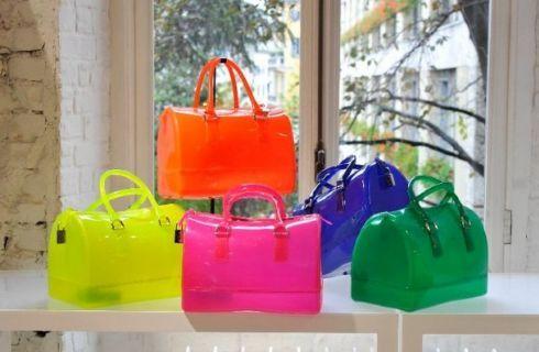 Borse Fluo Primavera Estate 2012: è di tendenza l'esuberanza http://www.donnaclick.it/moda/borse-fluo-primavera-estate-2012-tendenza-l-esuberanza.htm
