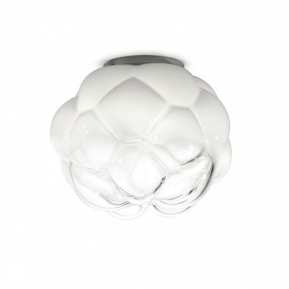 Plafonnier LED de grand format dans la série Cloudy, composé d'une rosace de plafond métallique ronde et d'un diffuseur sphérique en verre dans une finition associant le verre transparent au verre...