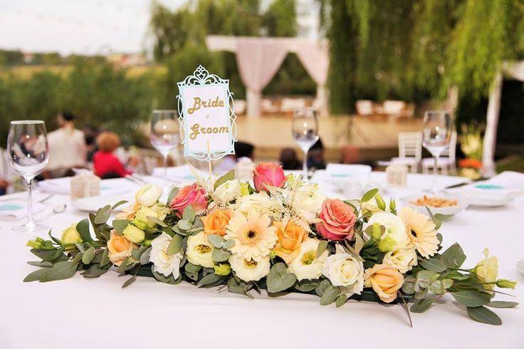 presidium pastel arrangement with ranunculus, roses, germini, lisianthus, eucalypthus- aranjament pentru prezidiu cu ranunculus, minigerbera, trandafiri, lisianthus, eucalipt