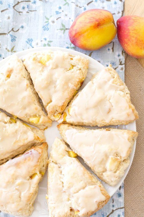 Pfirsichkuchen-Scones mit Vanille-Glasur: Diese Pfirsich-Creme-Scones schmecken …   – Breakfast/ Brunch