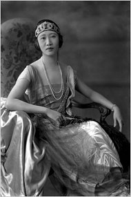 Oei Hui Lan, a Chinese diplomat's wife, in flapper style.