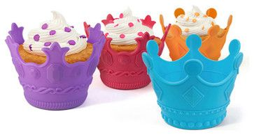AristoCakes turn any party into a royal ball! Just add these clever, crown-shaped cupcake bakers to the festivities and suddenly your little gathering is as cool as a cotillion.