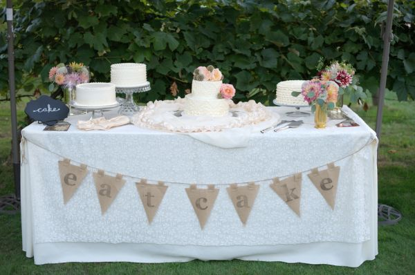 Vintage Cake Table With Lace Tablecloth | photography by http://www.deylahussphotography.com/