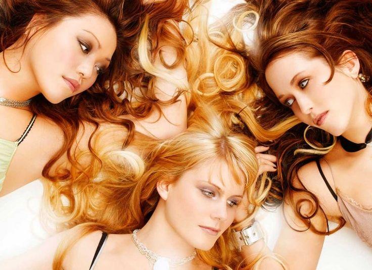 Следует отметить, что перекрашивая волосы в тот или иной цвет, человек в некоторой степени приобретает свойства соответствующих энергий планет. Ученые неоднократно проводили исследования о связи цве…