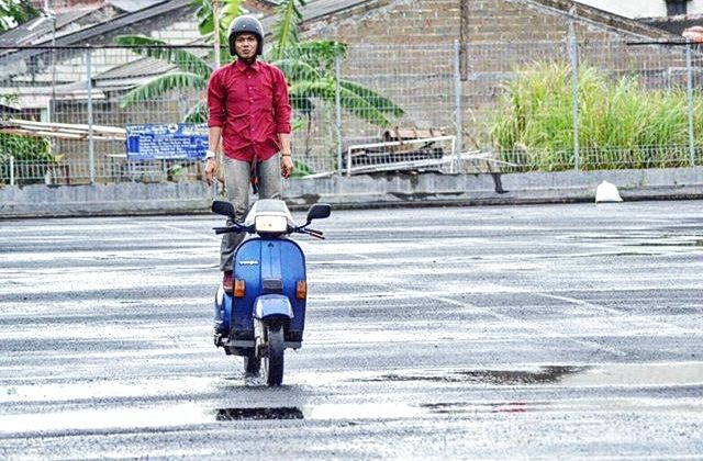 Don't try this at road if you not used vespa #vespaindonesia #vespa