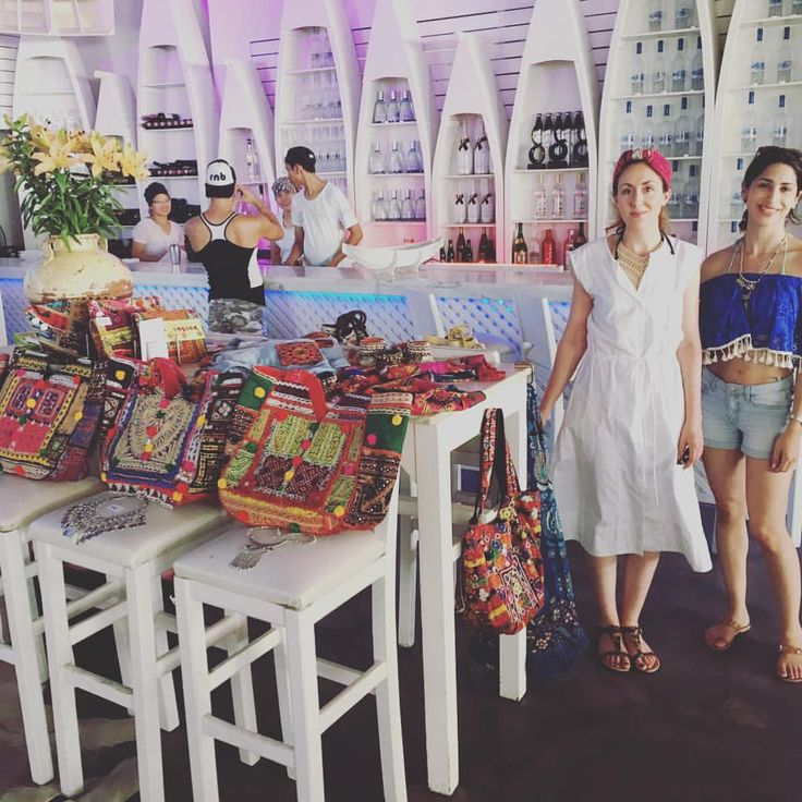Loved our little pop-up in Cyprus! Shop online on be-snazzy.com #beachbar #besnazzy #beachbags