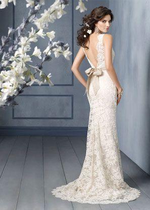 (Foto 8 de 32) Impresionante vestido de novia de encaje de Alençon sobre Charmeuse color champan. Espalda en V y lazo champan a la cintura., Galeria de fotos de Vestidos de Novia de Ensueño