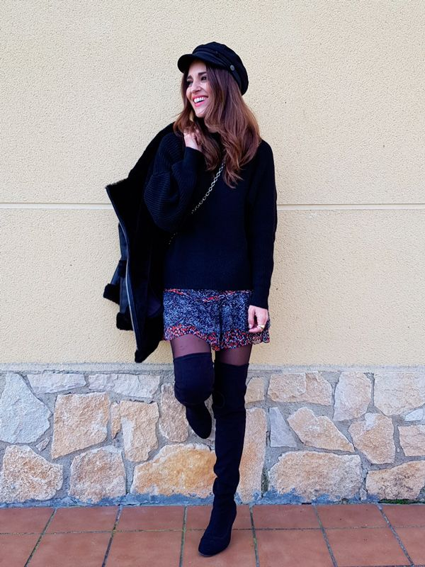 Tras la pista de Paula Echevarría » HOLA 2018! Black sweater+printed skirt+black tights+black over the knee boots+black leather-fur jacket+black chain shoulder bag+black baker-boy hat. Winter Casual Outfit 2018