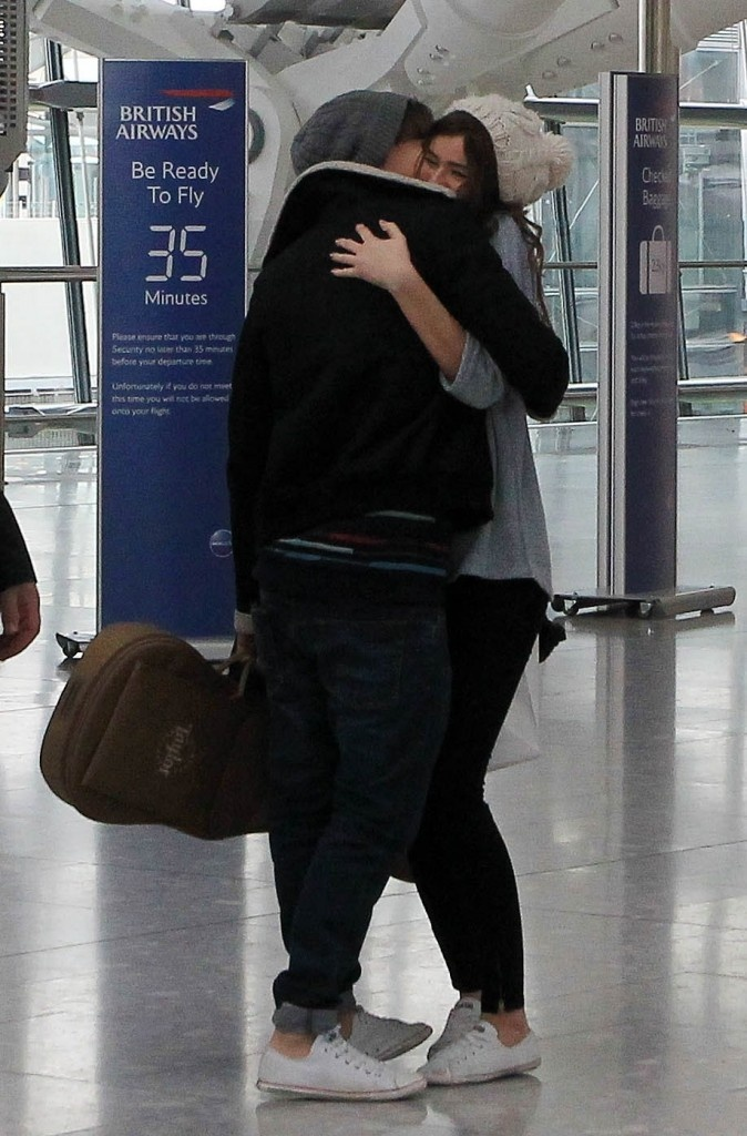 They are wearing the same shoes ❤❤❤ Louis y Eleanor ahh hermosos!