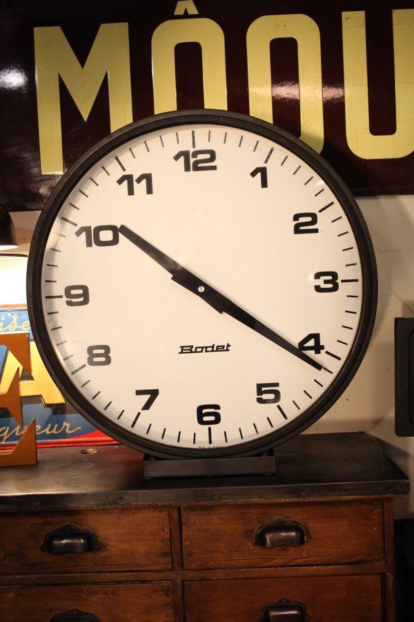 les 25 meilleures id es de la cat gorie horloges anciennes sur pinterest horloges vintage. Black Bedroom Furniture Sets. Home Design Ideas