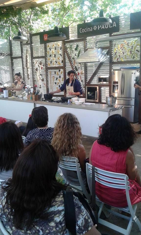 Nuestro Chef Embajador Rodolfo Guzmán cocinando en el escenario principal de Mercado Paula Gourmet