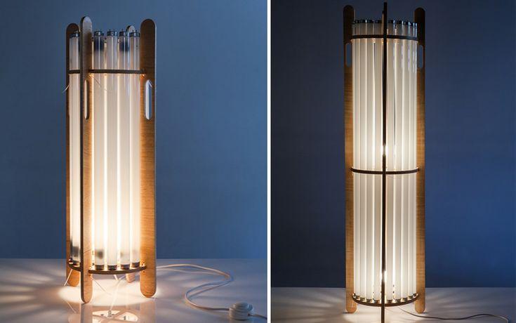 Essa luminária, um pouco mais discreta, serve a ambientes como quartos