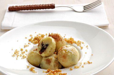 GNOCHI DE SUSINI Gnocchi di prugne ~ Regione di appartenenza: Friuli Venezia Giulia ~ Categoria di appartenenza: Primi piatti asciutti ~ Ingredienti: patate, farina, uova, prugne fresche, burro, zucchero, cannella, sale  Preparazione: https://www.facebook.com/photo.php?fbid=218909131632249&set=a.210358612487301.1073741828.210336982489464&type=1&theater