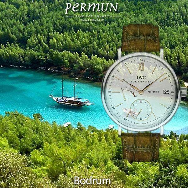 """BODRUM SAAT / IWC Portofino Hand-Wound 8 Days Bodrum'da Yaşamak; Hemeros'un """"ebedi mavilikler ülkesi"""" dediği Bodrum, inci misali dizilmiş evleri, iki liman arasında zamana meydan okuyan kalesi, mandalina çiçeklerinin sarhoş eden kokuları ve akvaryumu andıran koylarıyla, Güney Ege'nin büyülü bahçesidir adeta… www.permun.com / www.markasaatler.com/iwc-c422.htmll Tel: 0 (224) 241 31 31 #IWC #Markasaatler #Lükssaat"""