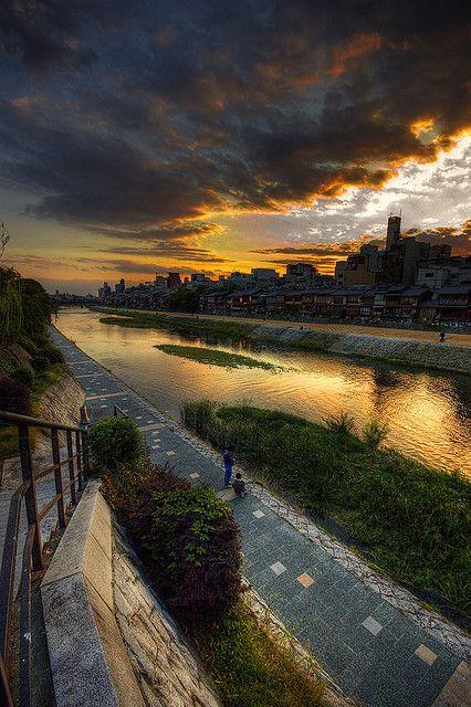 京都 鴨川 -HDR- by null8, via Flickr