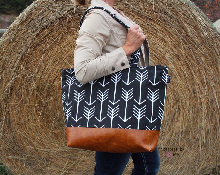 Extra Large Lulu Tote Diaper Bag -SALE- Black Arrows and PU Leather - 7 pockets Nappy Bag Washable de marandalee en Etsy https://www.etsy.com/es/listing/253120047/extra-large-lulu-tote-diaper-bag-sale