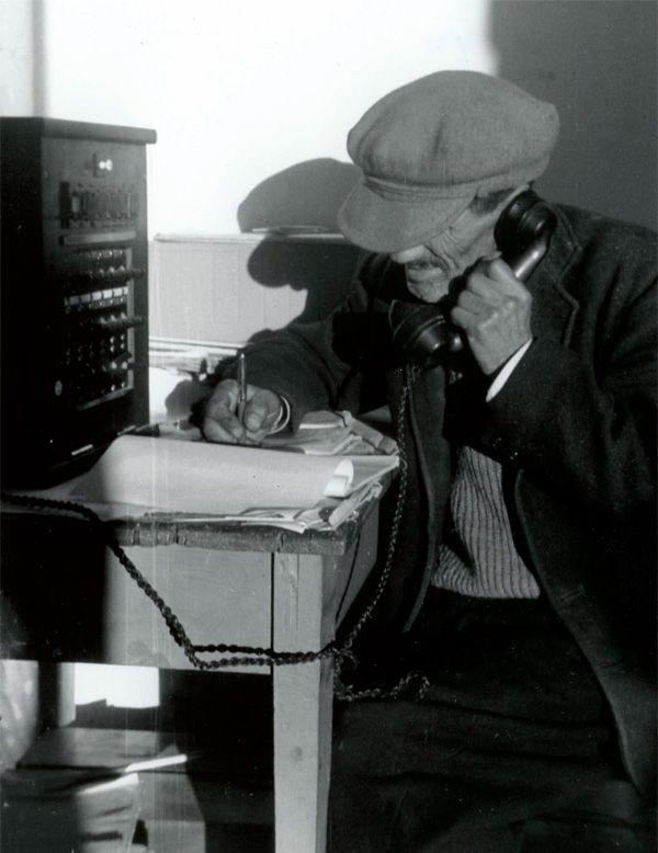 Δεκαετία του '50. Παλιό τηλεφωνείο-τηλεγραφείο. Φωτογραφία του Fritz Berger.