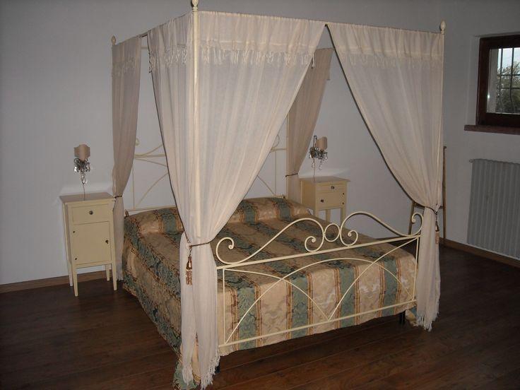 Letto a baldacchino appartamento Isotta (casale Algarda- Gargnano -Bs)