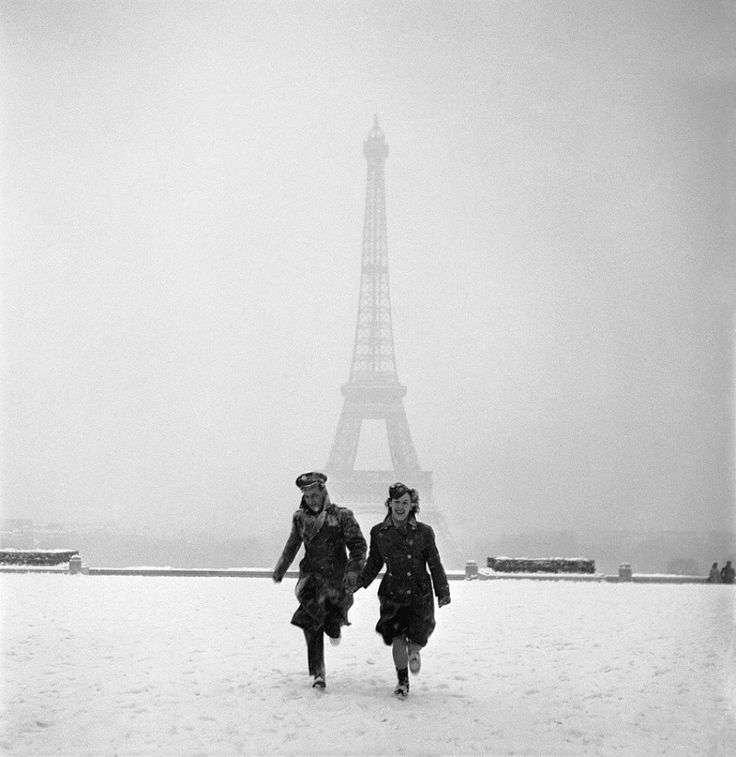 Peace ...  Paris ... After the Liberation 1944 Photo Lee Miller