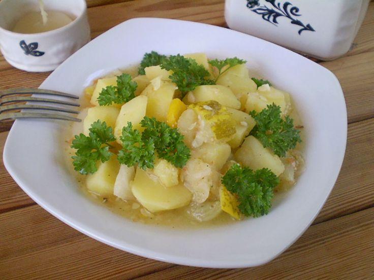 Pentru această rețetă puteți folosi diferite legume de sezon. Noiam înăbușit dovlecei, roșii, varză, cartofi, morcov, ardei și ceapă. Legumele înăbușite este o rețetă foarte ușoară pentru vegetarieni sau în perioada de post. Curățați legumele, tăiați-le în bucăți și puneți-le în Multicooker la înăbușit până vor fi gata. Această mâncare este dietetică și sănătoasă! Echipa …