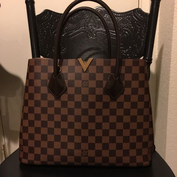 Louis Vuitton Kensington Purse Gorgeous purse! In Excellent condition, only worn twice. Comes with original receipt, cross body strap, box and dust bag :) Louis Vuitton Bags